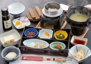 お客様の「おいしい」が私たちの喜びです。ひと皿ひと皿、丁寧に作り上げます。