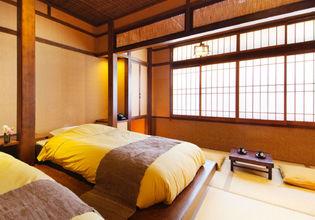 和・モダンをコンセプトにした、四万川を臨む全15の客室