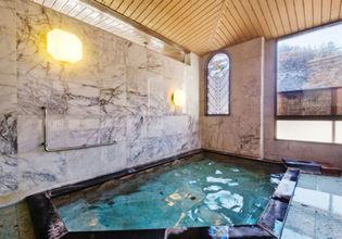 3つの貸切風呂や大浴場、露天風呂など温泉施設が充実しています