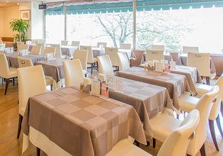 レストランや宴会場、ニーズに合わせた館内施設が充実